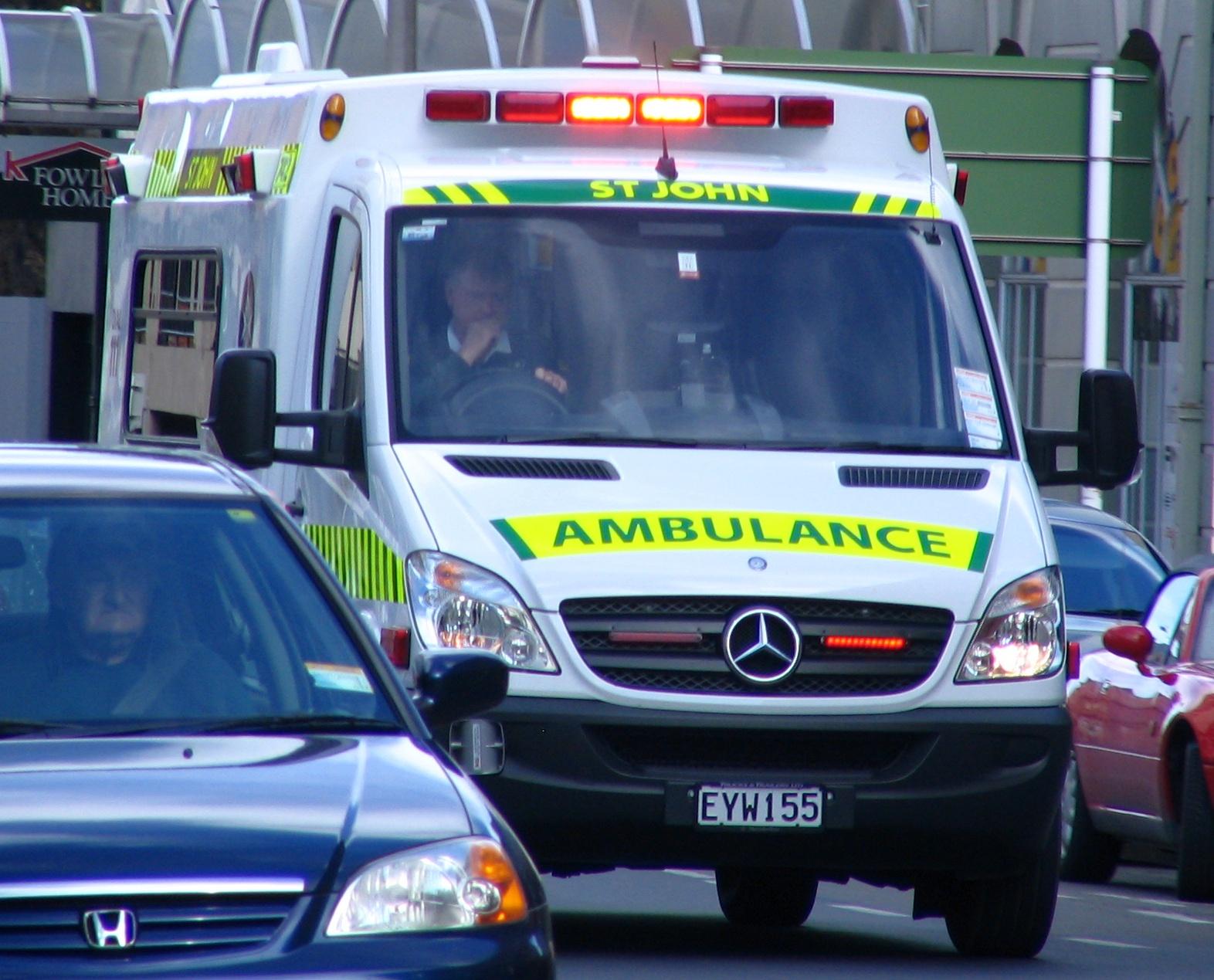 لماذا تكتب كلمة إسعاف مقلوبة على سيارات الإسعاف
